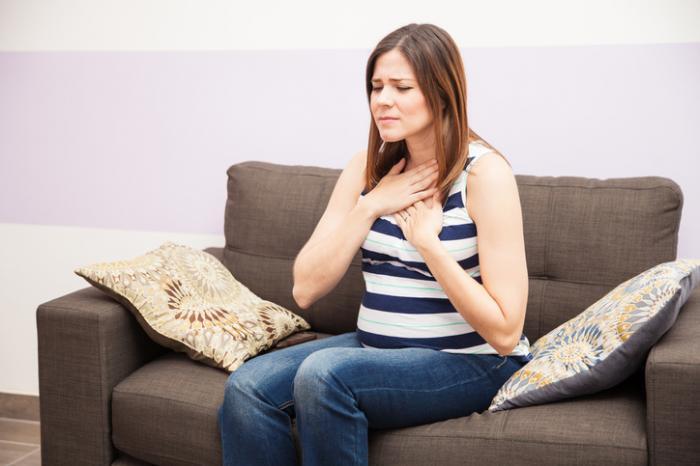 Schwangere Frau mit Sodbrennen