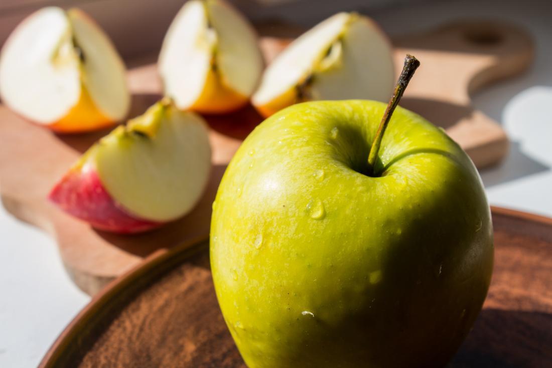 Le mele sono uno snack a basso contenuto di potassio, ottimo per coloro che cercano di evitare cibi ricchi di potassio