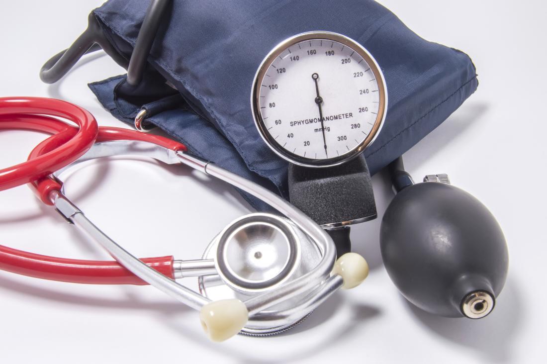 Stetoscopio e monitor aneroide e banda di misurazione della pressione sanguigna