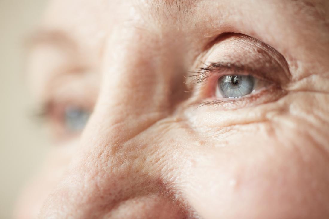 Đôi mắt của người cao niên.