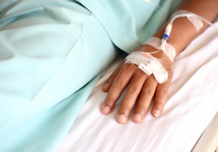 [Frau unterzieht sich einer Chemotherapie]