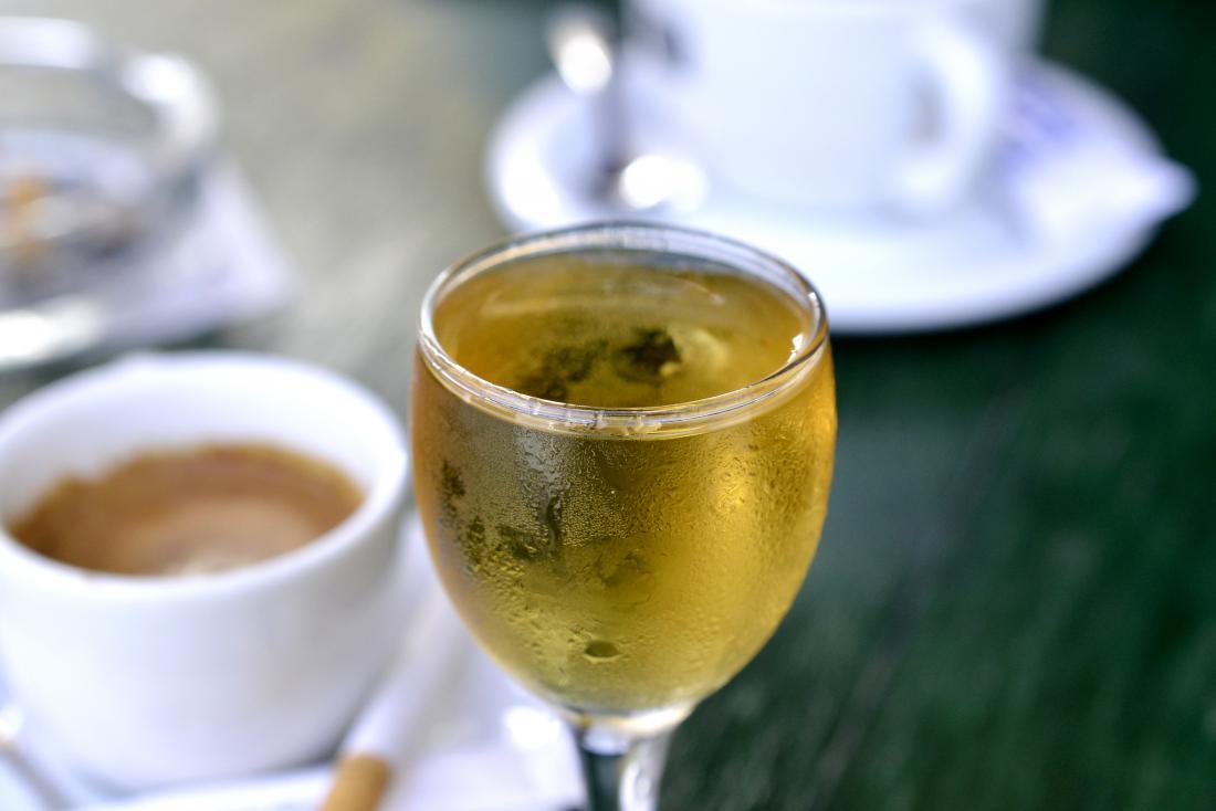 Cà phê và rượu có thể tăng lên mức độ thường xuyên bạn đi tiểu