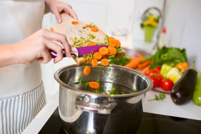 [Mahlzeit Vorbereitung mit Gemüse]