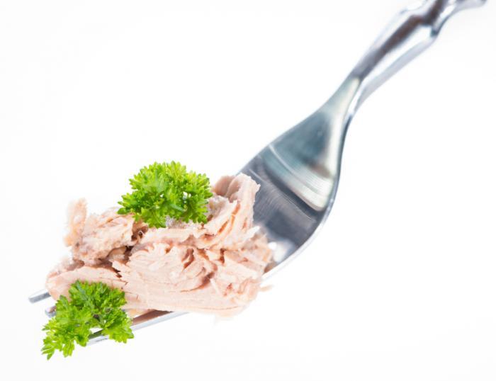 Cá ngừ trên một cái nĩa.