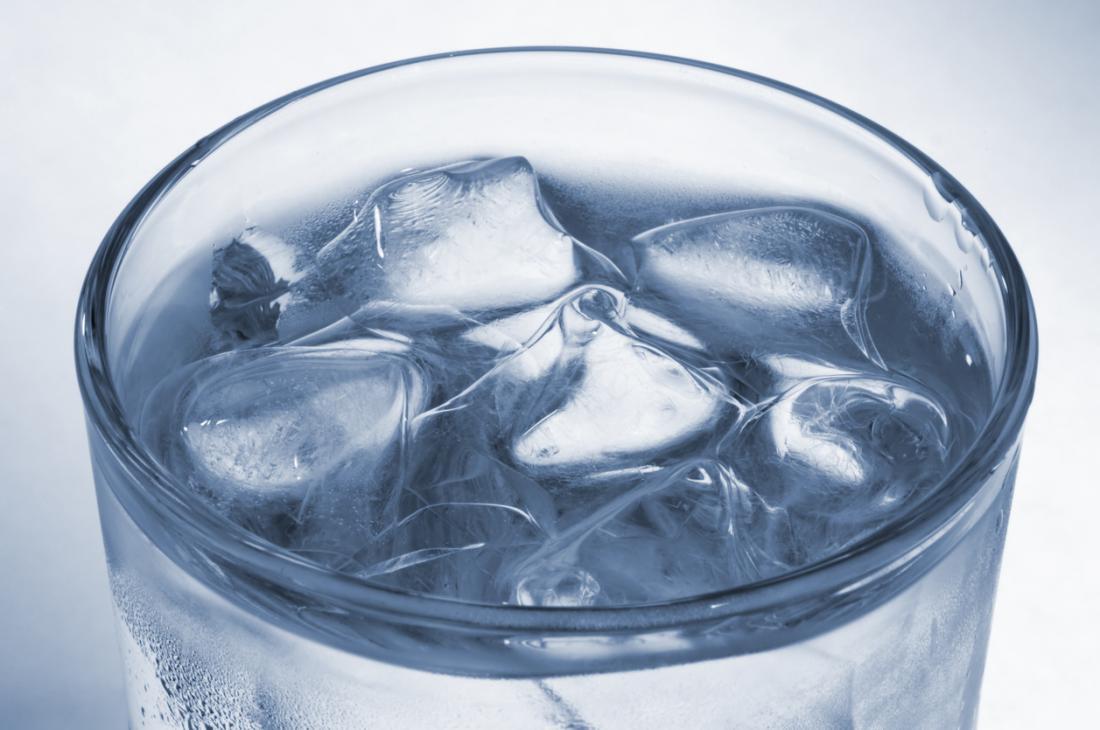 verre d'eau glacée