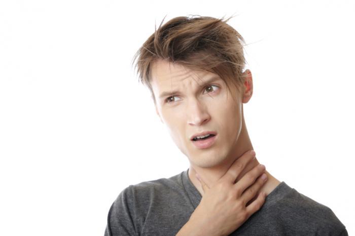 喉の痛い男