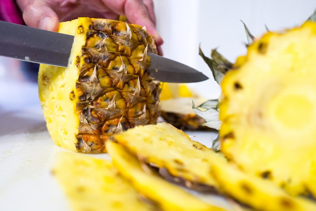 L'ananas étant coupé.