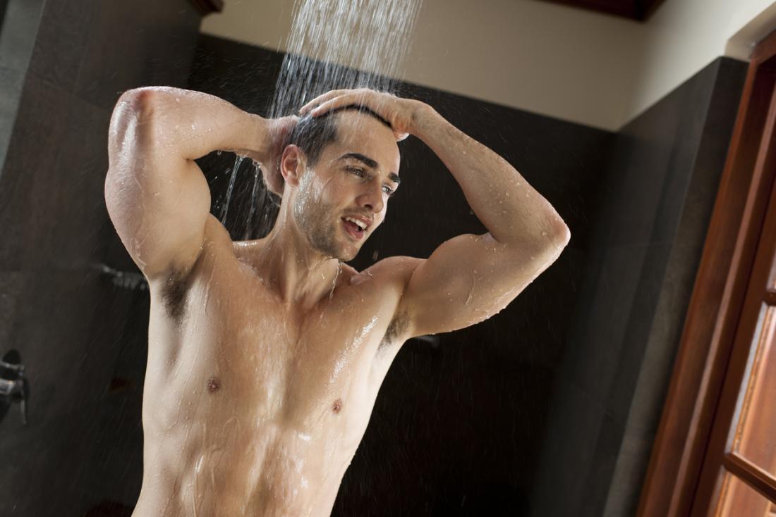 [Homem tomando banho]