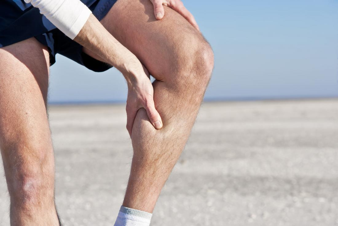 Bắp thịt cơ bắp gây đau ở người ép chân.
