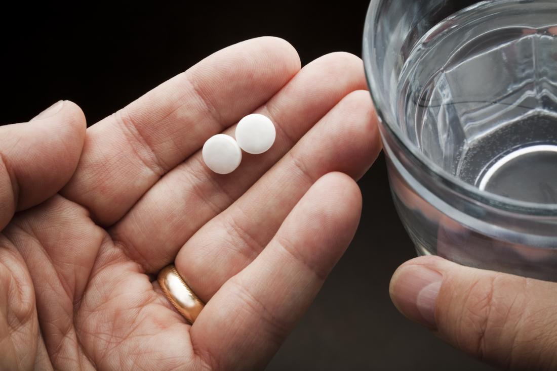 deux aspirine et de l'eau