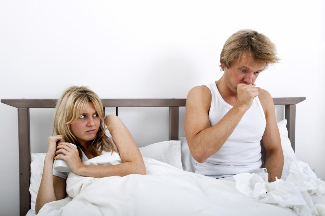 la donna ha paura di cogliere la malattia dei suoi partner