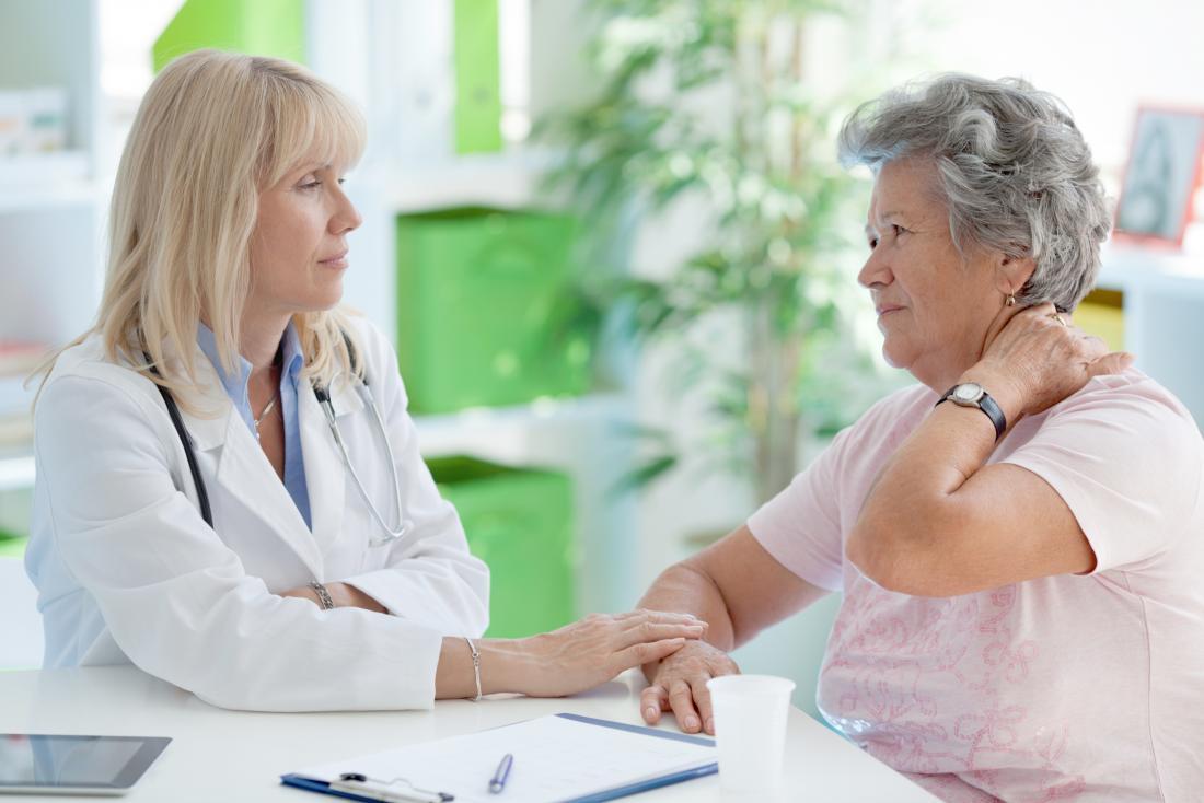 Visita medica dei sintomi della fibromialgia delle donne