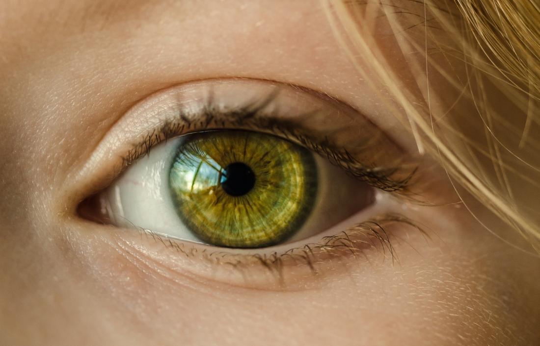 Différentes couleurs d'yeux changeant.