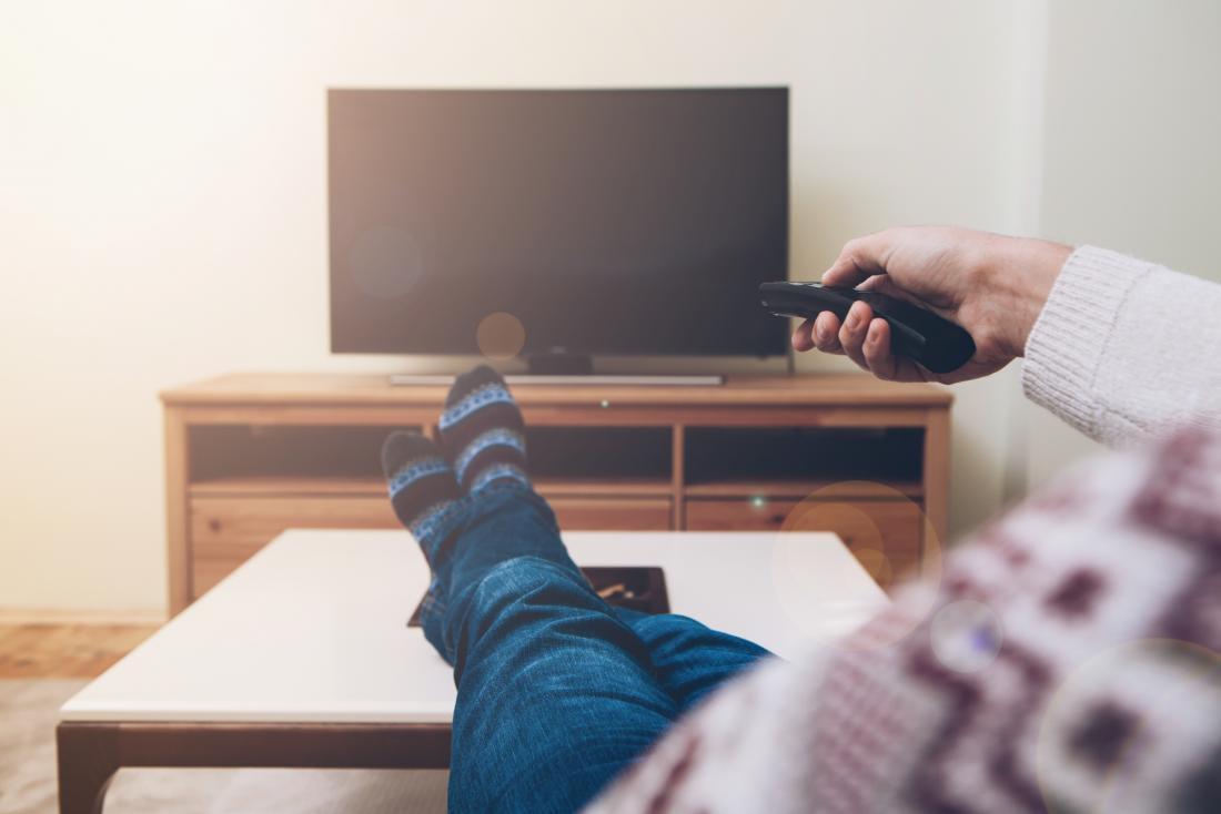 TV izlemek çişte tutmaya yardımcı olmak için dikkat dağıtıcı olabilir