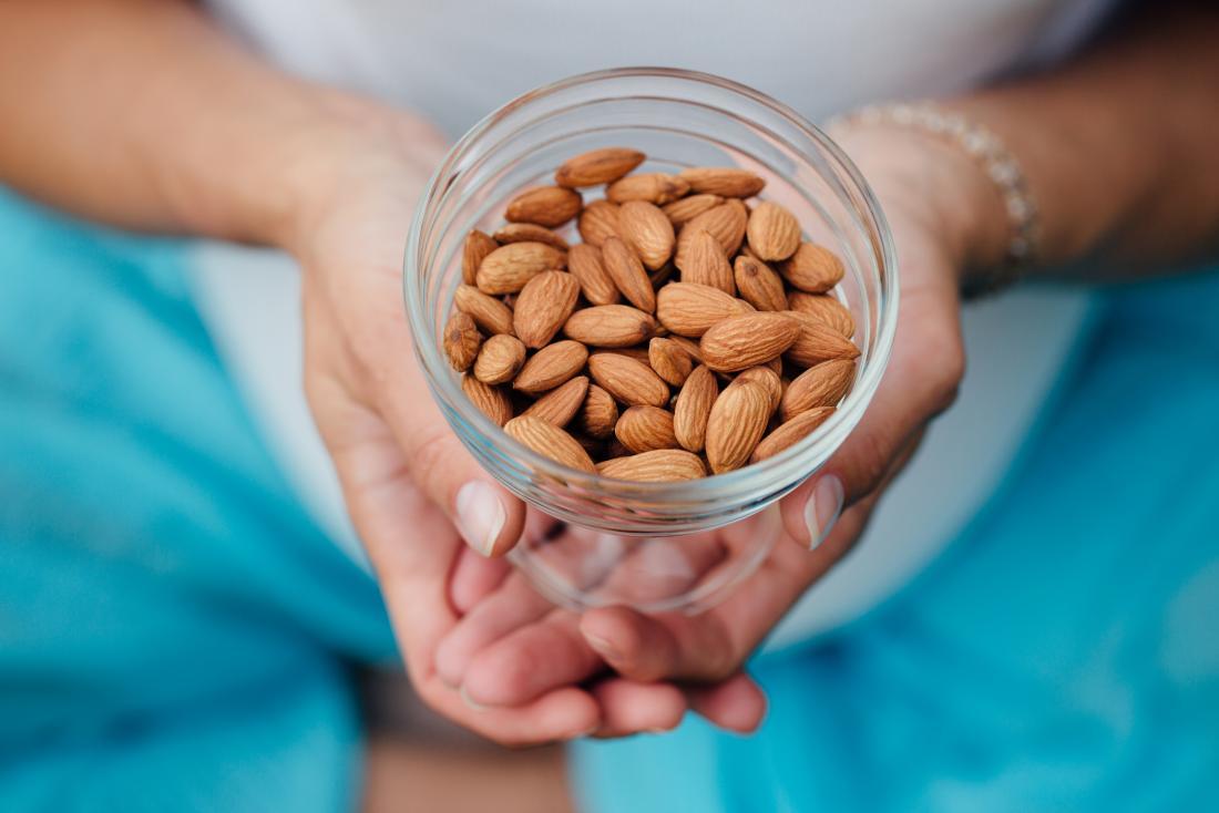 Le mandorle sono una fonte alimentare di grassi insaturi.