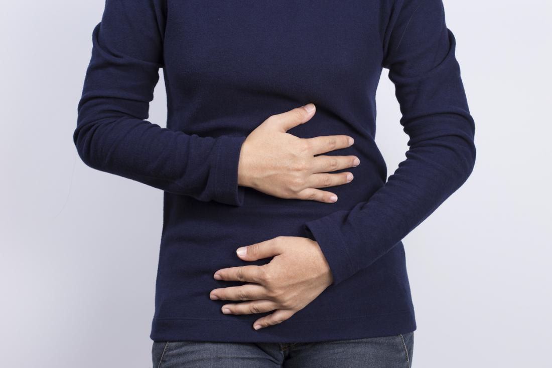 kobieta z bólem brzucha