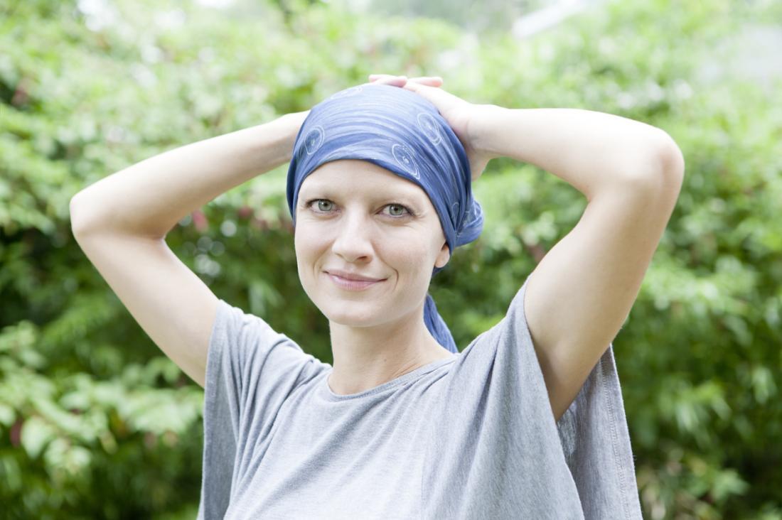 [người phụ nữ hồi phục khỏi bệnh ung thư]