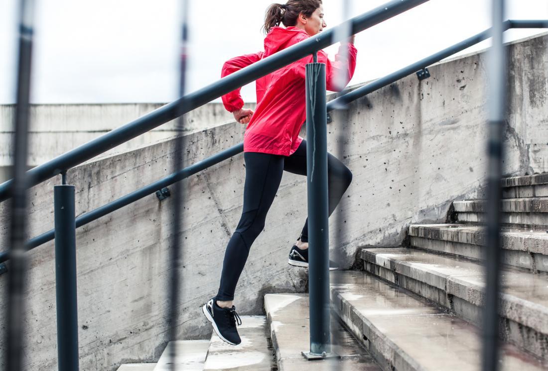 phụ nữ tập thể dục