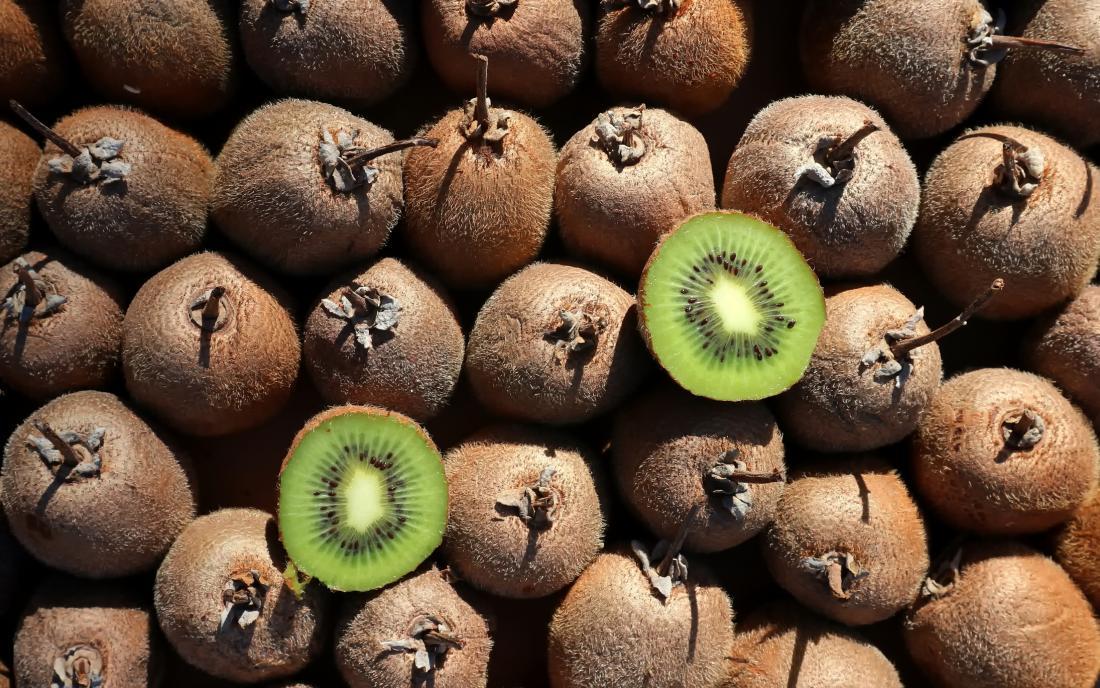 Купчина плодове киви