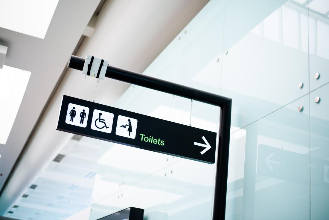 тоалетен знак на летище