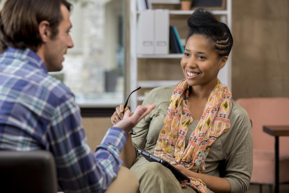 Psychologe, der mit Patienten spricht