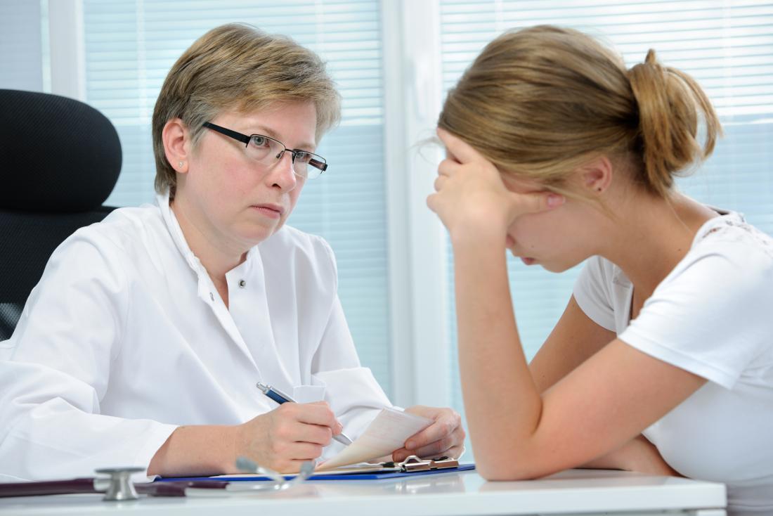 Docteur et adolescent déprimé