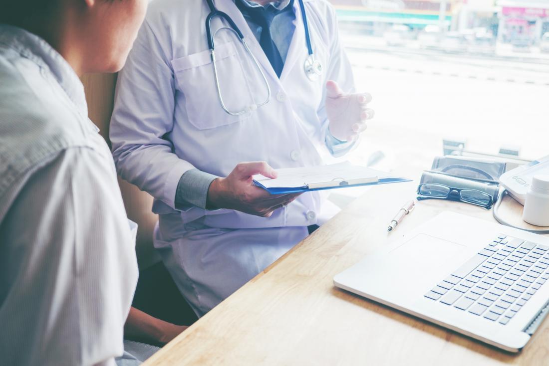 patient parlant avec un docteur