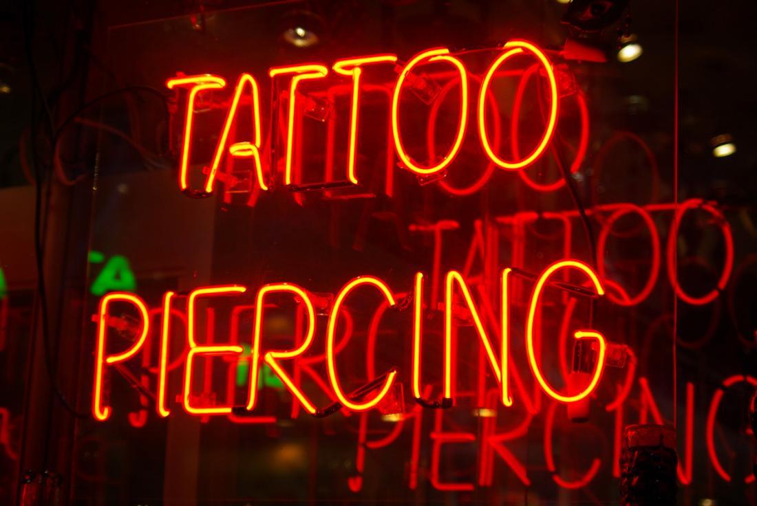 Tattoo und Piercing-Zeichen