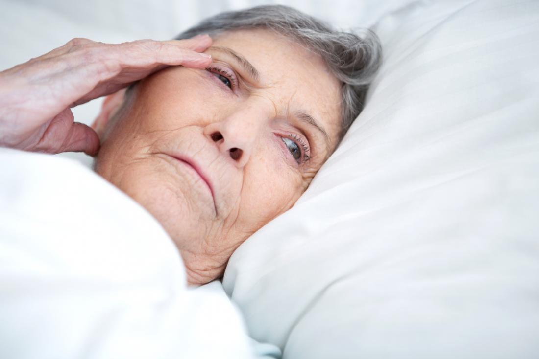 problemi alla signora anziana che dormono