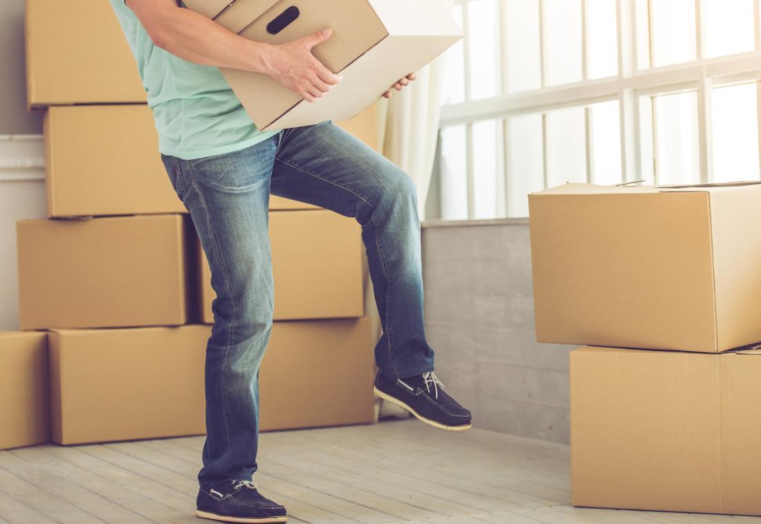 ボックスの持ち上げや天井の塗装などの繰り返しの操作は、過度に使用される身体の部分に痛みを引き起こす可能性があります。