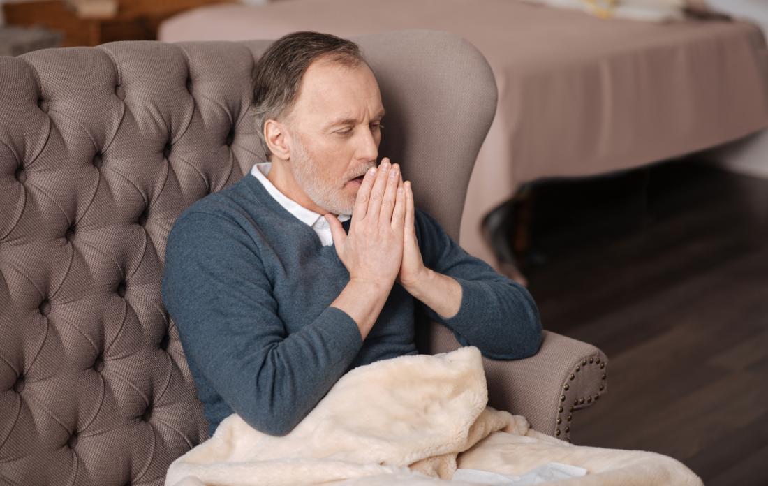 uomo con la tosse