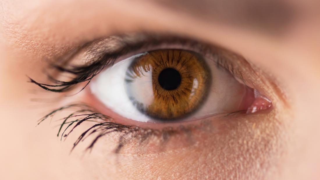 кафяво око