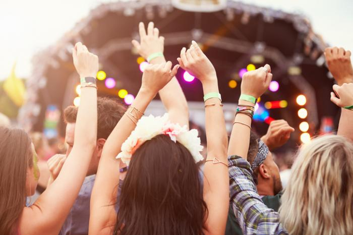 дами на музикален фестивал