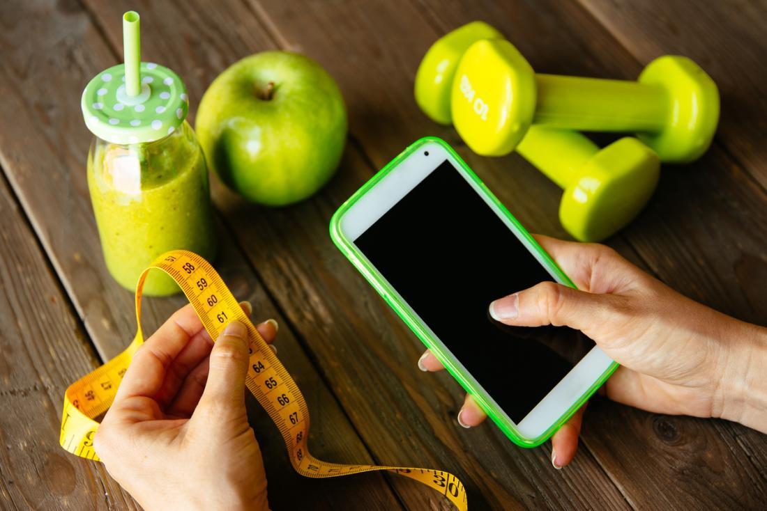 [Eine Frau mit einer Diät-App]