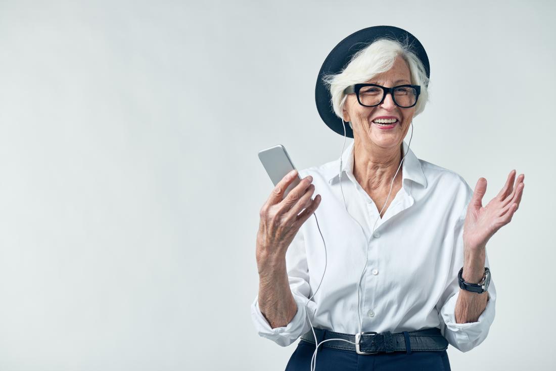 femme âgée cool
