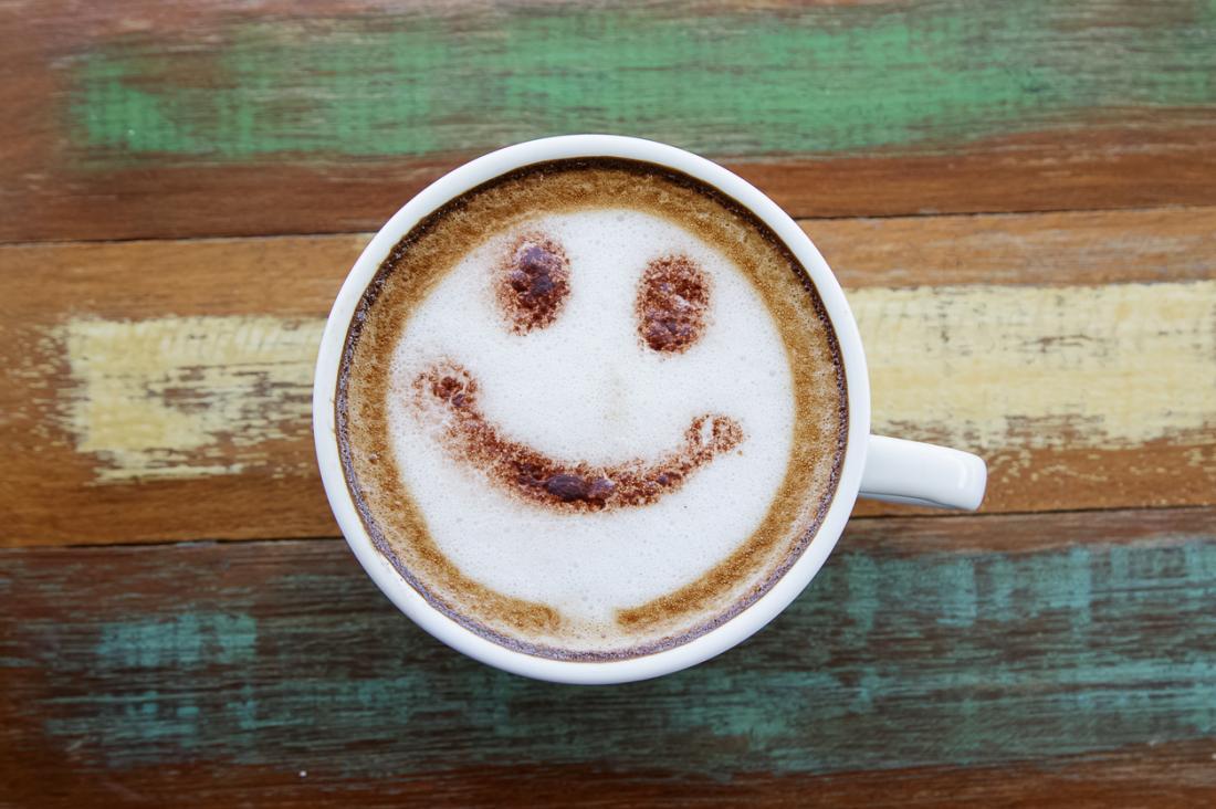 caffè con la faccia felice