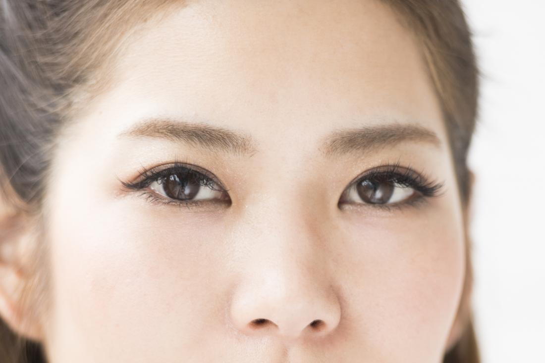 gros plan des femelles yeux bruns