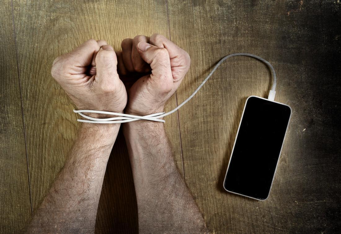 Dépendant des médias sociaux