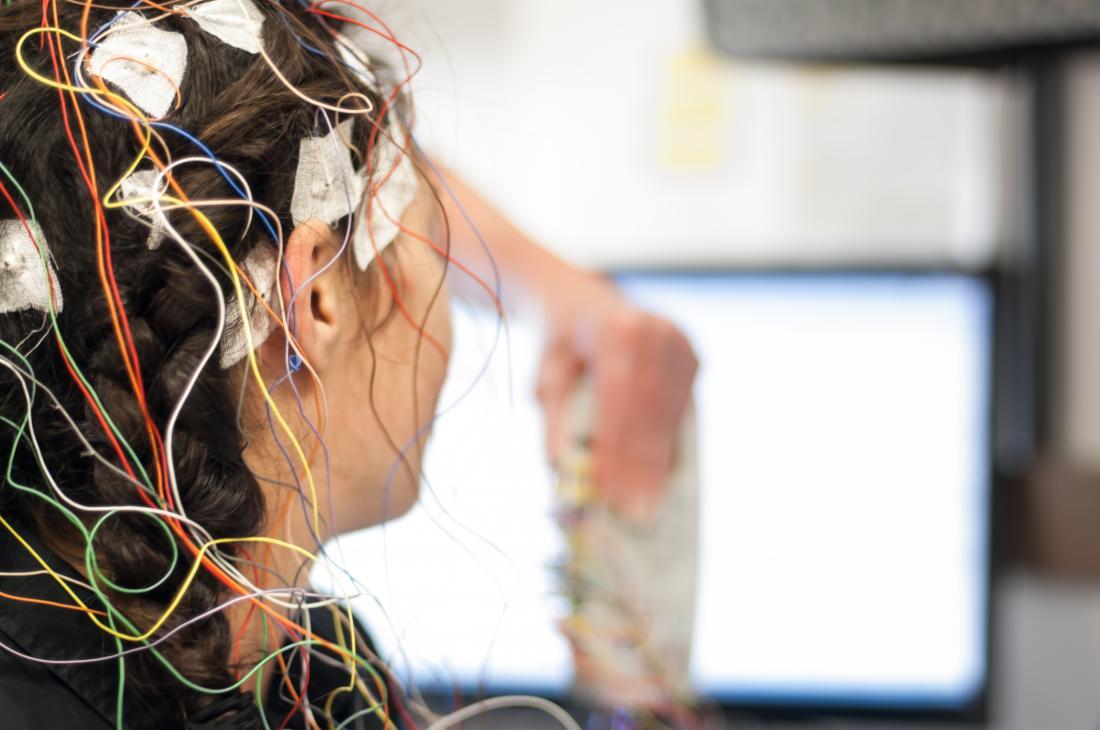 Osoba posiadająca EEG.
