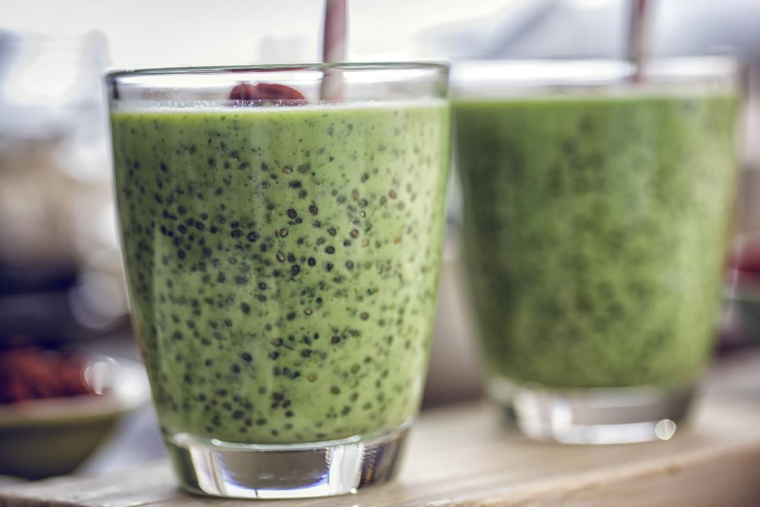 Experimente um saudável e delicioso smoothie de chia verde.