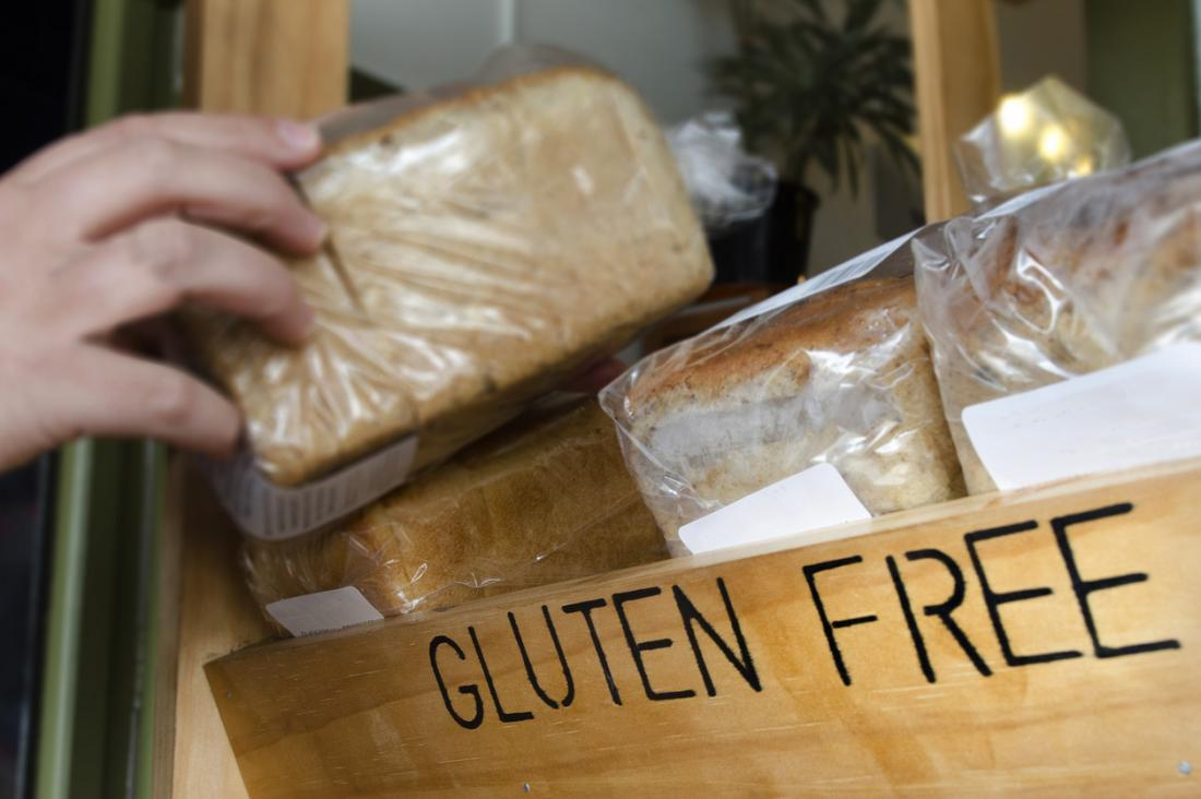 pão sem glúten. A doença celíaca pode causar fezes moles