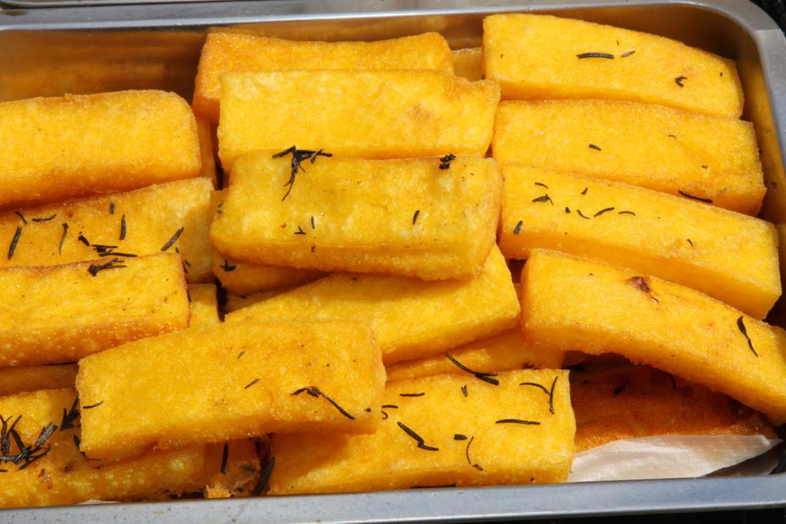 Bandes de polenta grillées ou cuites au four.