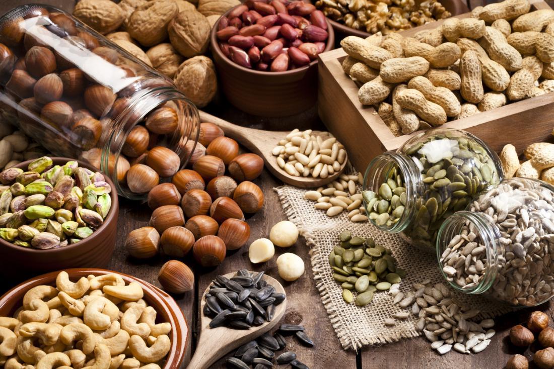 Seleção de nozes e sementes.