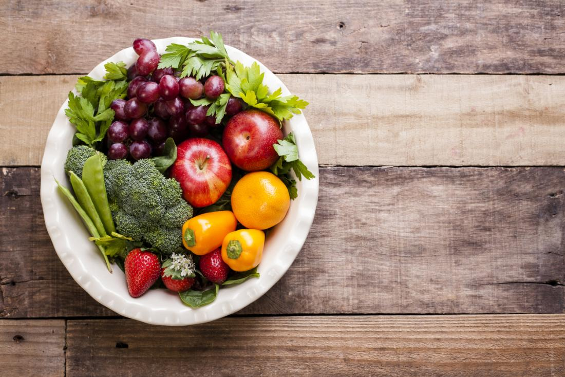 Uma seleção de frutas, verduras e legumes.