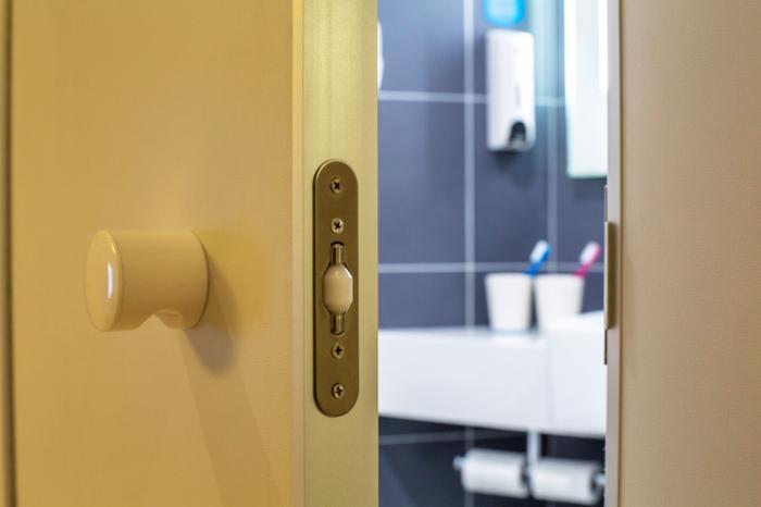 Banheiro e porta