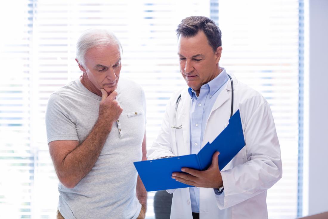 Consultation de médecin et de patient.