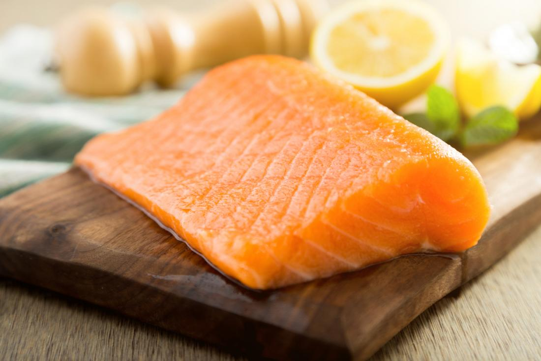 um pedaço de salmão