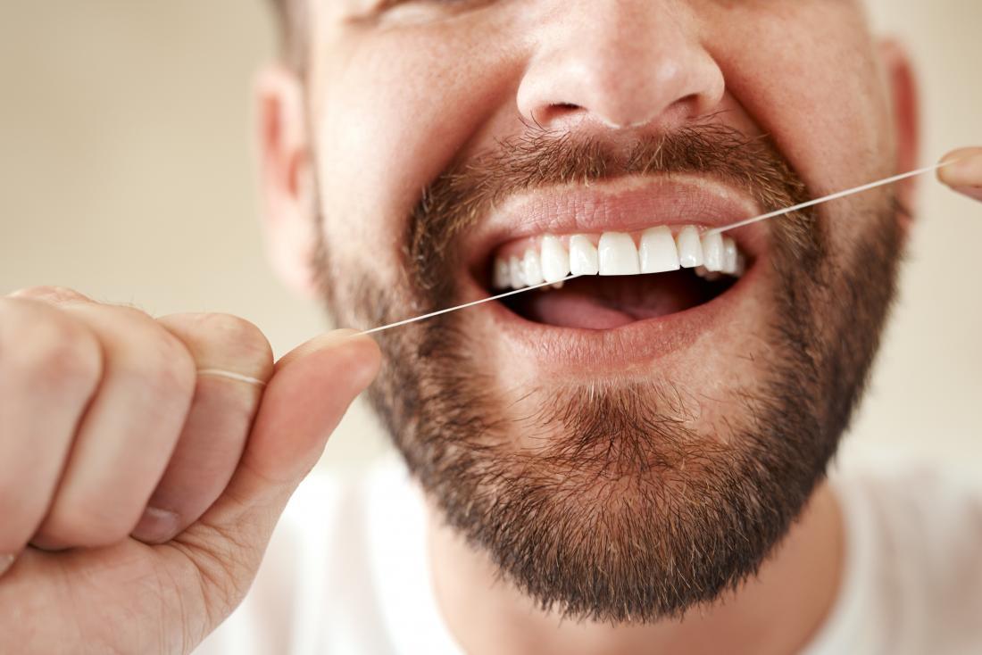 O uso diário do fio dental ajudará a manter uma boa higiene oral