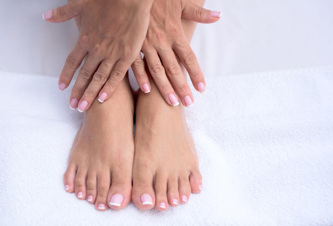 Image des pieds et des mains qui peuvent être picotés