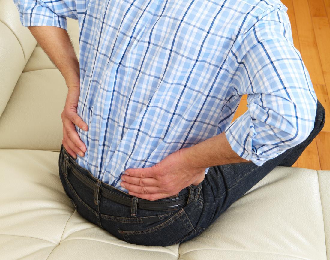 Болката в гърба е симптом на увреждане на бъбреците.